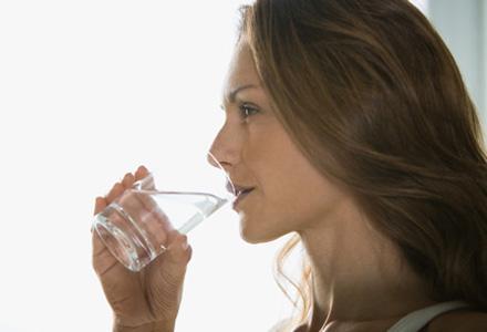 incepe fiecare masa cu un pahar cu apa